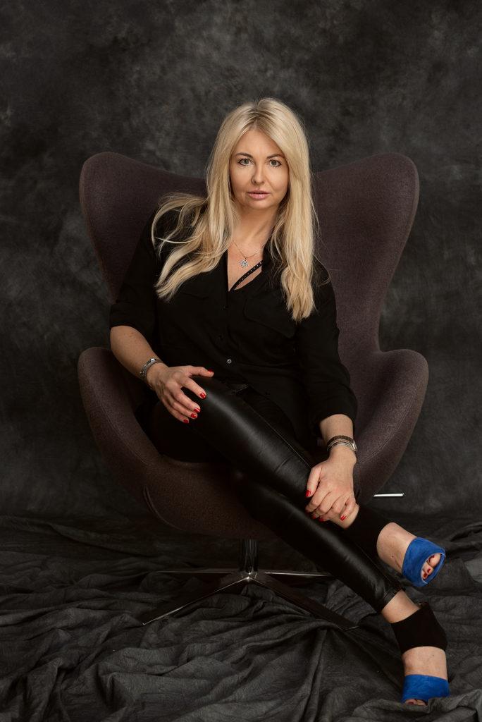 Sesja glamour portret w studio Szczecin fotograf
