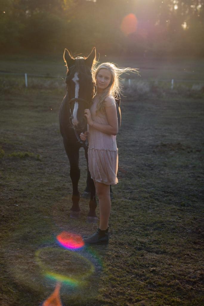 Sesja plenerowa dziewczynka z koniem