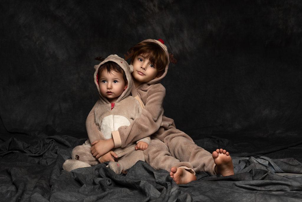 Rodzeństwo portret studyjny